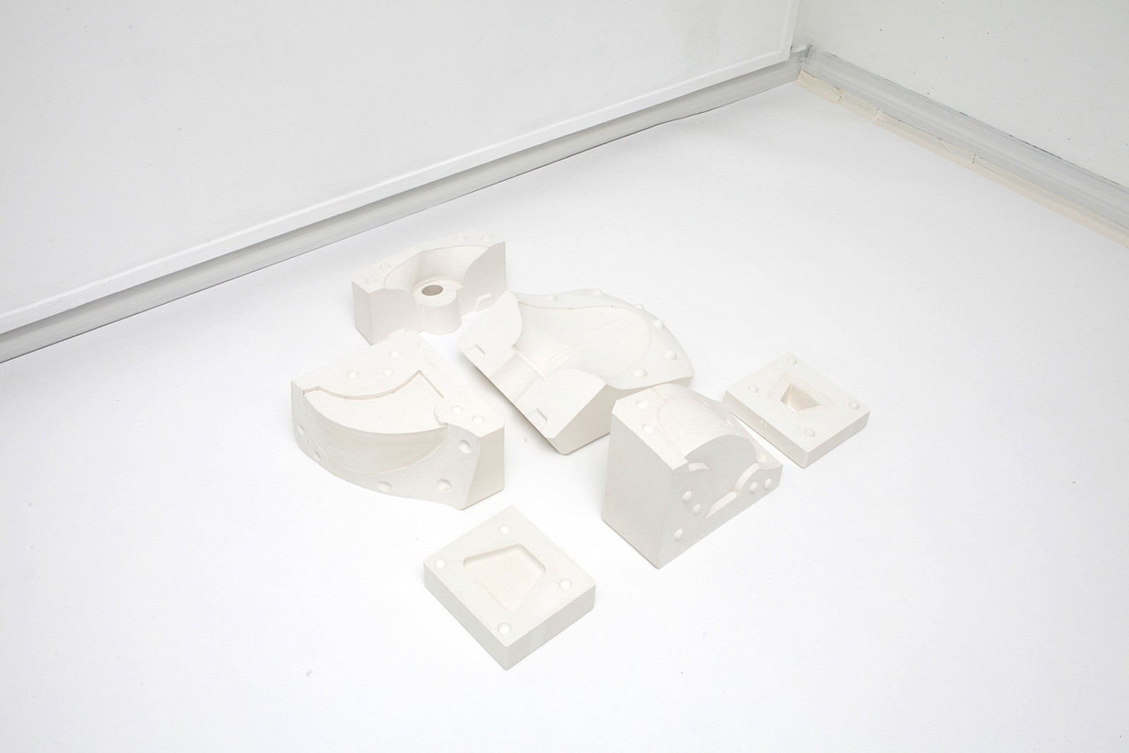 Image - Parrures, plaster, 75 × 56 × 78cm